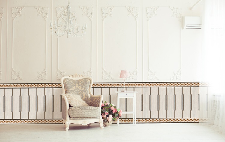 Gạch ốp chân tường tạo điểm nhấn cho căn phòng và chống ẩm cho tường nhà