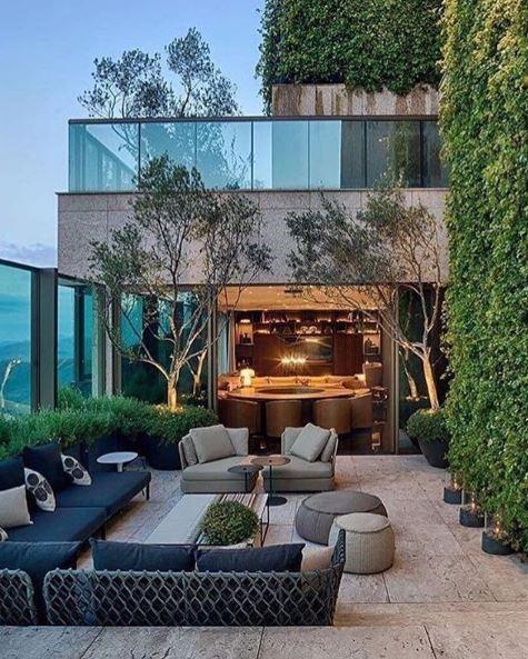 gạch lát nền ở sân thượng với cây xanh