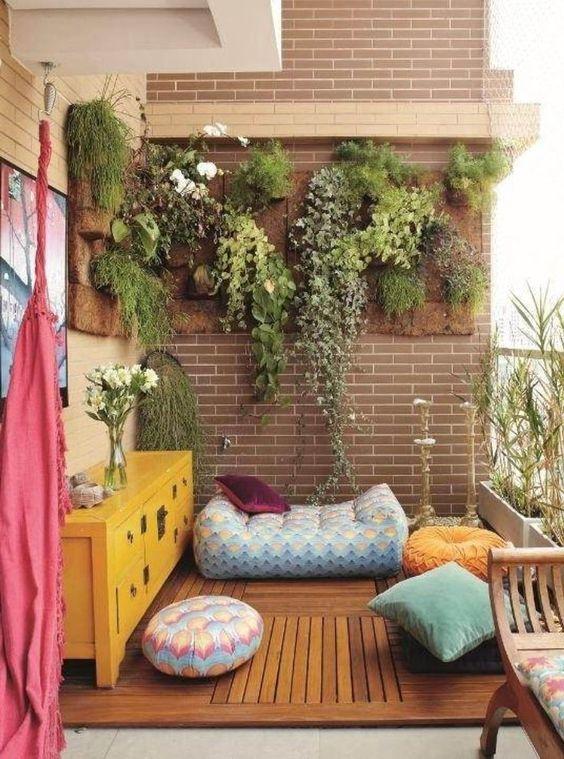 Gạch ốp tường ban công phải đẹp, bền và dễ vệ sinh rong rêu, bụi bẩn