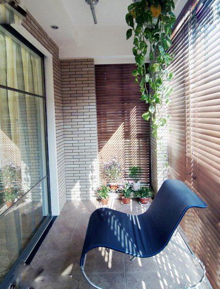 Màu gạch thô phù hợp với cả tông màu nóng và lạnh của gạch lát, màu tường và vật dụng xung quanh