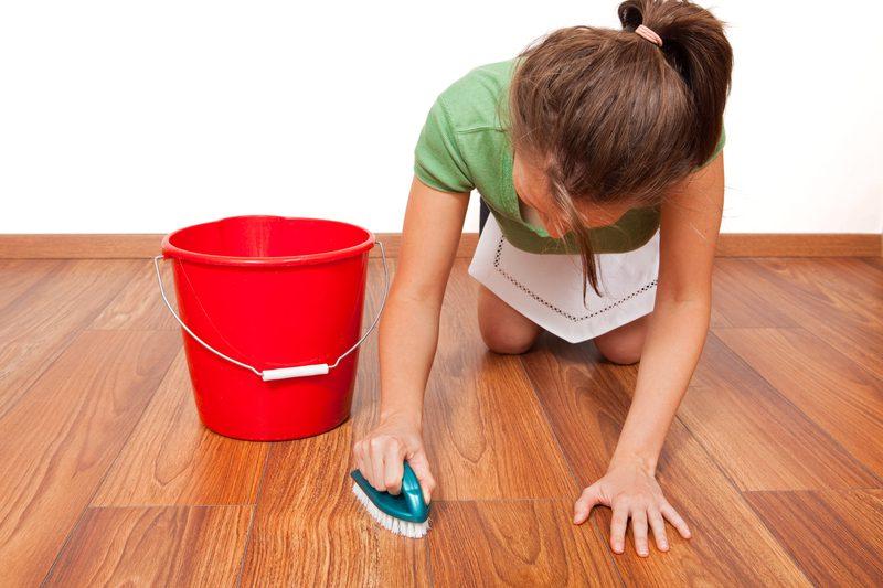 Gạch lát nền vân gỗ dễ lau chùi bằng chất tẩy rửa mạnh