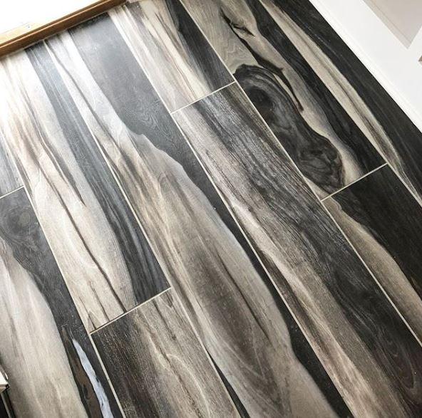 gach lat nen van go mau den - 27 mẫu gạch giả gỗ ốp lát sang trọng, tinh tế nhất năm 2019
