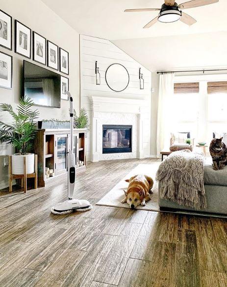 Màu nâu lạnh thường hợp với phòng khách vì tính sang trọng, đẳng cấp